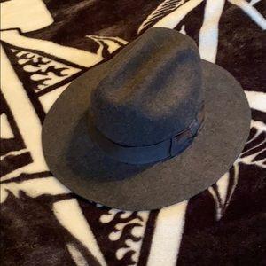 Britton hat size small (7) 56cm